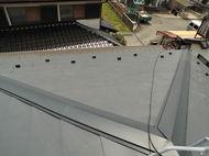 神奈川県寒川町ガルバ二ウム屋根材フッ素加工 しおさい屋根カバ-工法